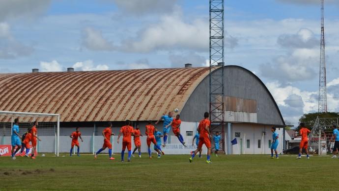 Vilhena treina no Portal da Amazônia (Foto: Dennis Weber)