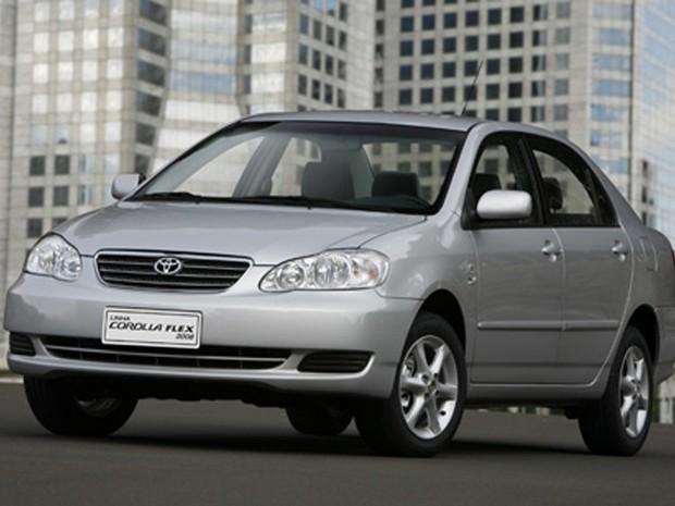 A décima geração Corolla, de 2008, foi desenvolvida com design mais moderno e com novos equipamentos de série (Foto: Divulgação)