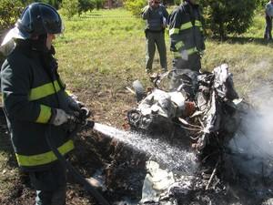 Aeronaves se chocaram no ar e caíram em canavial de Santa Bárbara D'Oeste, SP (Foto: Divulgação / Pmesp)