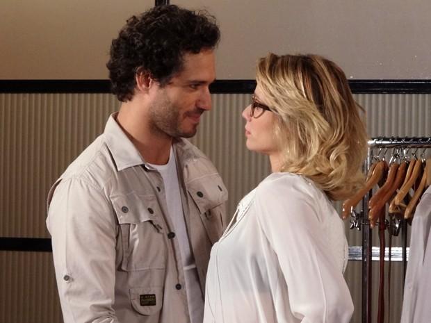 Fábio promete que vai se separar e pede paciência de Juliana (Foto: Guerra dos Sexos/TV Globo)