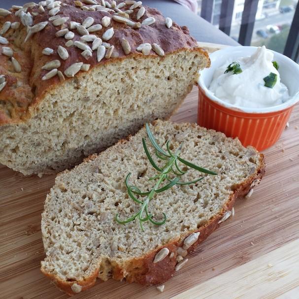 Pão caseiro de amêndoas sem glúten e lactose