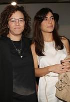 Maria Gadú vai com a namorada, Lua Leça, assistir a desfile no SPFW