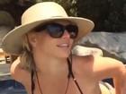 Britney Spears, de biquíni, curte piscina e mostra boa forma