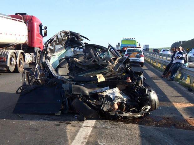 Veículo envolvido em acidente nesta sexta-feira na Rodovia Dom Pedro, em Campinas (Foto: Reprodução EPTV)