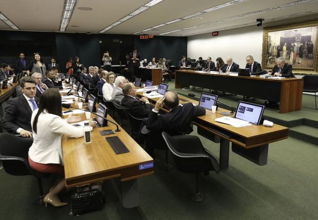 Comissão da Câmara aprova texto-base da reforma política (Foto: Fabio Rodrigues Pozzebom/Agência Brasil)