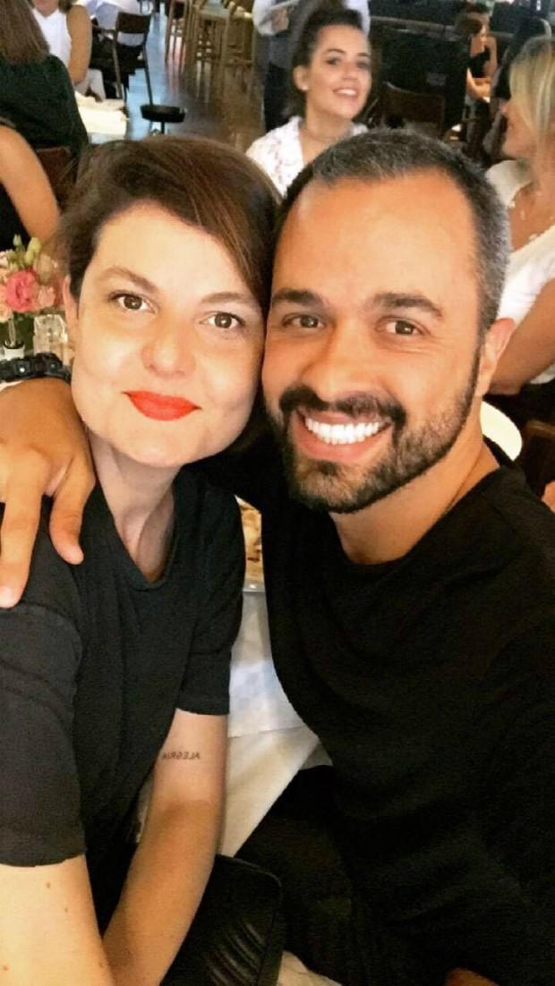 A editora de moda Larissa Lucchese e o fotógrafo Leo Faria (Foto: Reprodução / Instagram)