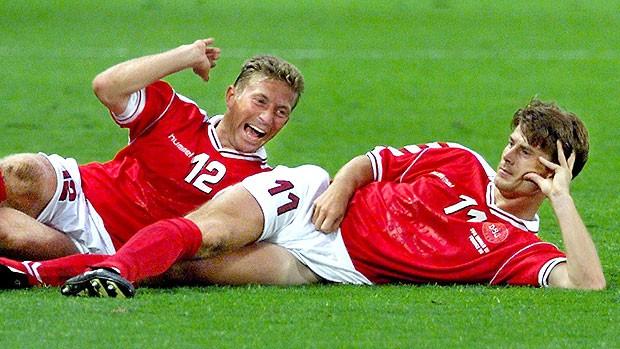 comemoração de Brian Laudrup pela Dinamarca (Foto: AFP)
