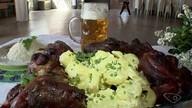 Descendentes de alemães ensinam a fazer a típica Kartoffeln Salad