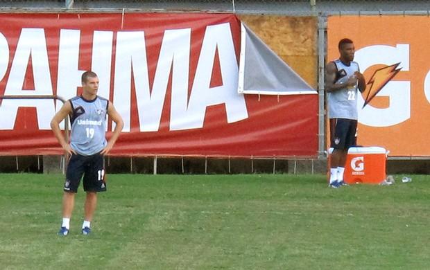 Rhayner e Wagner no treino do Fluminense (Foto: Raphael Bózeo)