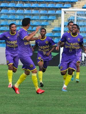 Uniclinic precisou de três minutos para consolidar vitória no primeiro tempo (Foto: Kid Júnior/ Agência Diário)