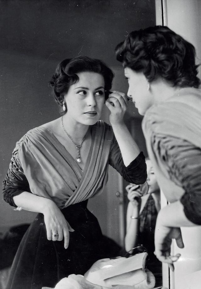 Lia se preparando para o primeiro Festival de Cinema Italiano, em Londres, em 1952 (Foto: Haywood Magee / Stringer / Getty Images e Arquivo Pessoal)