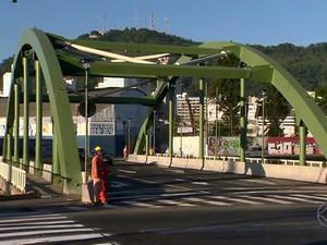 Ponte dos Três Poderes em Juiz de Fora (Foto: Reprodução/TV Integração)