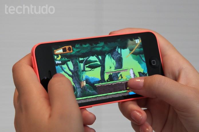 Jogo Banana Kong sendo executado no iPhone 5C (Foto: Isadora Díaz/TechTudo)