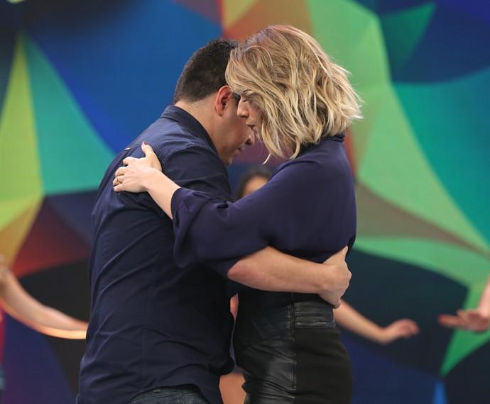 Letícia Spiller dança forró no palco do 'Domingão do Faustão' (Foto: Carol Caminha/Gshow)
