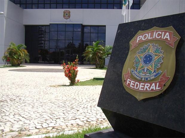 Policial preso foi levado para a sede da superintendência da PF em Natal (Foto: Divulgação/PF)