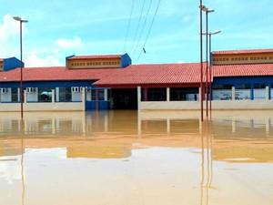 Escala teve salas de aula inundadas (Foto: Seduc/reprodução)