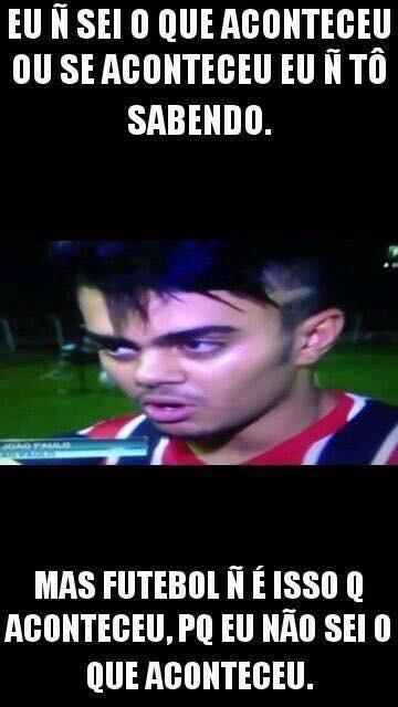 Meme - Jogador do São Paulo se enrola na Copinha
