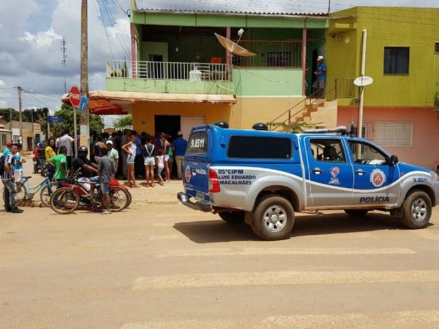 Vítima estava em bar, quando homem se aproximou e atirou nele (Foto: Weslei Santos/Blog do Sigi Vilares)
