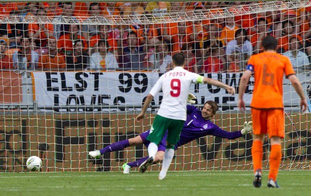 popov bulgaria gol holanda (Foto: Agência Reuters)