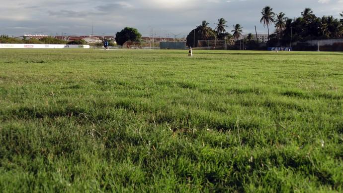 Gramado do CT do América-RN, em Parnamirim (Foto: Carlos Arthur da Cruz/GloboEsporte.com)