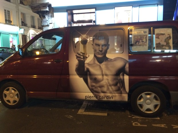 Pierre Cardin advert on a van in Paris  (Foto: Suzy Menkes)