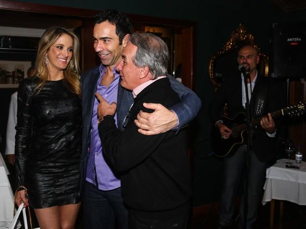 Otávio Mesquita com Ticiane Pinheiro com o namorado, César Tralli, em festa em São Paulo (Foto: Manuela Scarpa e Marcos Ribas/ Foto Rio News)