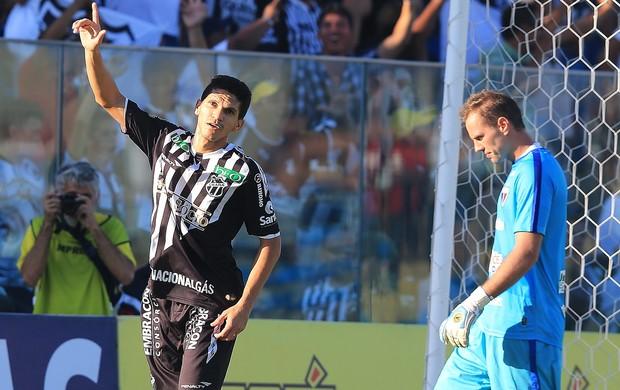 Magno Alves comemora primeiro gol do Ceará (Foto: Kiko Silva/Agência Diário)