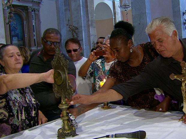 Óleo usado na bênção é abençoado no dia de São Félix e usado durante todo o ano (Foto: Reprodução / TV Globo)