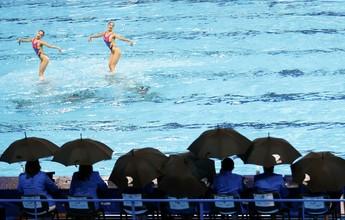 Estrutura falha, e juízes ficam na chuva em piscina montada no Estádio Kazan