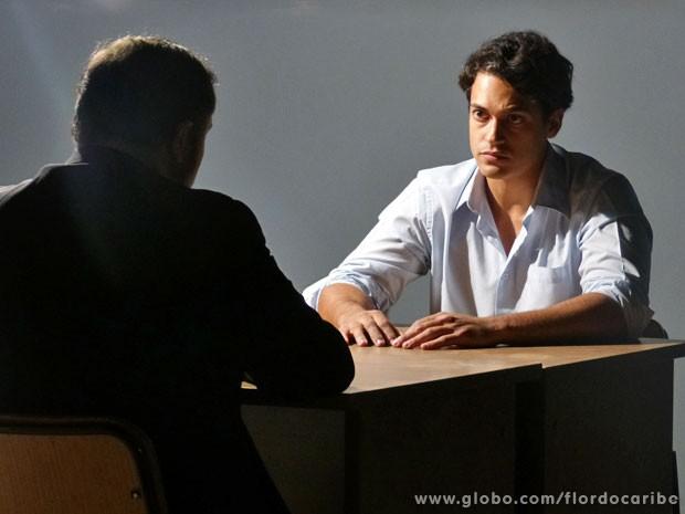 Seguindo ordens de Dionísio, Hélio decide se afastar da família (Foto: Flor do Caribe / TV Globo)