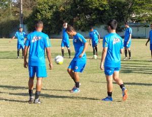 Técnico Edson Souza comandou a atividade no Estádio do Trabalhador (Foto: Diego Gavazzi/TV Rio Sul)