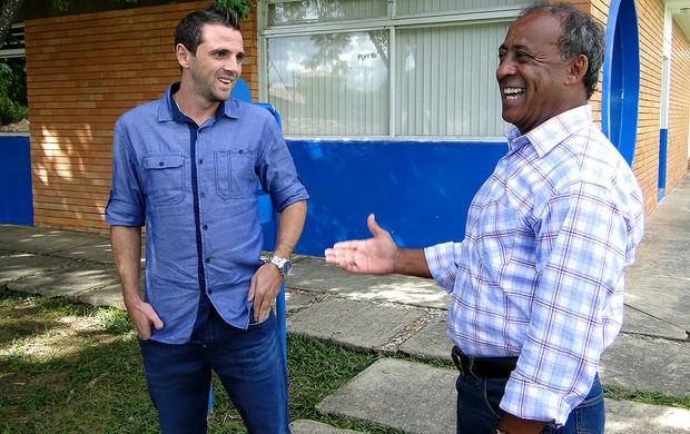 Montillo e Dirceu Lopes na Toca da Raposa (Foto: Lucas Catta Prêta / Globoesporte.com)