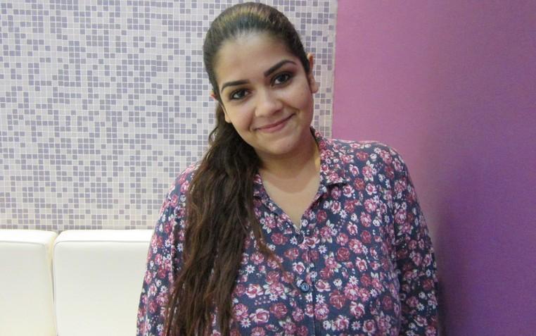 A depiladora Bruna Ziliani trabalha com carteira assinada e diz que se sente mais segura com o salário fixo (Foto: Marta Cavallini/G1)