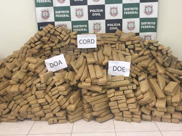 Montanha de drogas apreendida com quadrilha que pretendia abastecer Carnaval de Brasília (Foto: Jéssica Nascimento/G1)