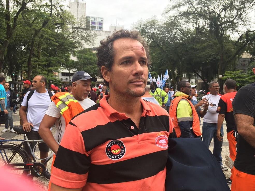 Homem foi atingido na altura da testa (Foto: Solange Freitas/G1)