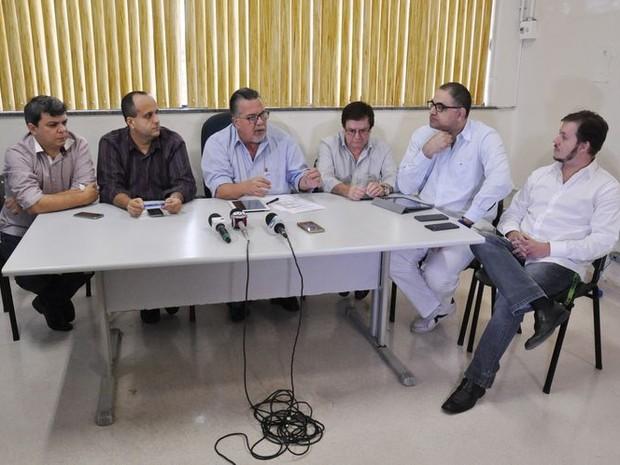 Equipe de Saúde realizou uma entrevista coletiva nesta sexta para falar do caso das irmãs (Foto: Rodolfo Lins/ Ascom)