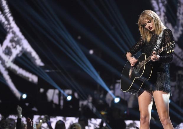 Taylor Swift em apresentação durante fim de semana do Super Bowl (Foto: Getty Images)