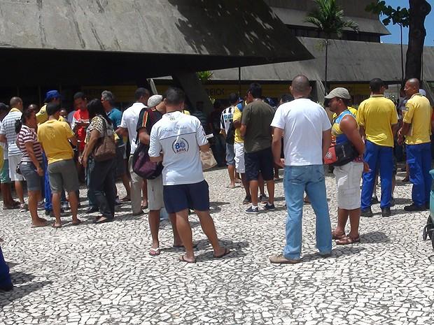 Funcionários dos Correios na agência central em Salvador, Bahia (Foto: Lílian Marques/ G1)