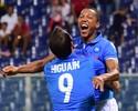 Rafael faz sequência de defesas, e Napoli vence graças a gol aos 50