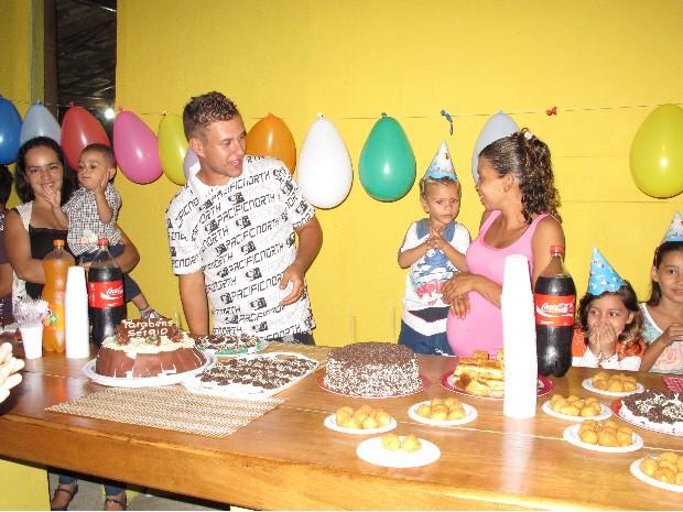 Família comemorou primeira festa de aniversário de Sérgio que completou três anos (Foto: Silvio Muniz/G1)