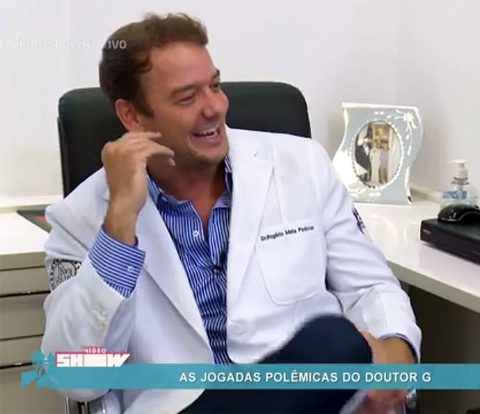 Dr. Rogério relembra com bom humor sua passagem pelo BBB5 (Foto: Vídeo Show / Gshow)