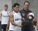 Conversa com Inter esfria, mas Timão ainda tenta negociar Giovanni Augusto