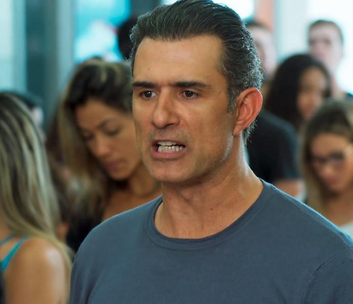 Ricardo se irrita com Bárbara (Foto: TV Globo)