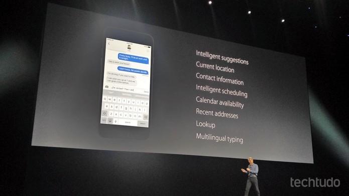 Representante da Apple mostra novidades do teclado virtual do iPhone (Foto: Fabrício Vitorino/TechTudo)