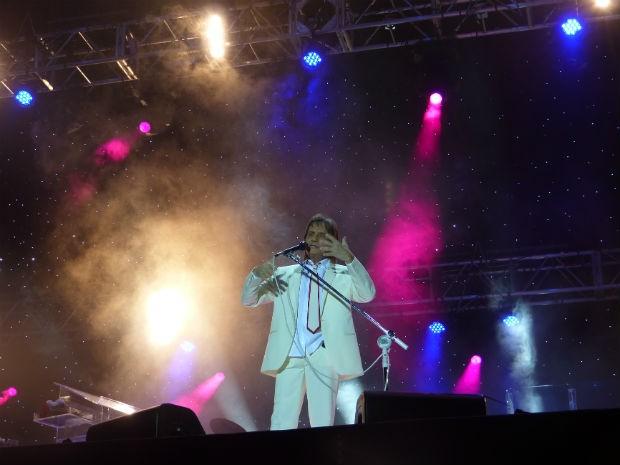 """Rei começou o show com a música """"Emoções"""" (Foto: Adriana Justi / G1)"""
