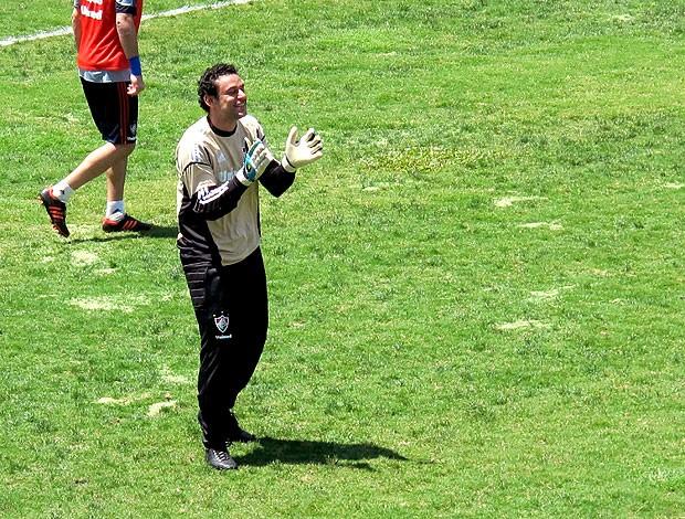 Fred no treino do Fluminense como goleiro (Foto: Rafael Cavalieri / Globoesporte.com)