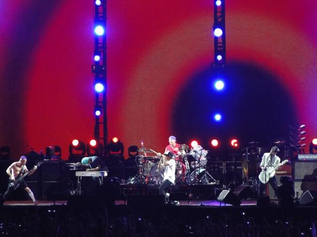 Em meio a muito rock, show contou com instrumentos bem brasileiros (Foto: Raquel Freitas/G1)