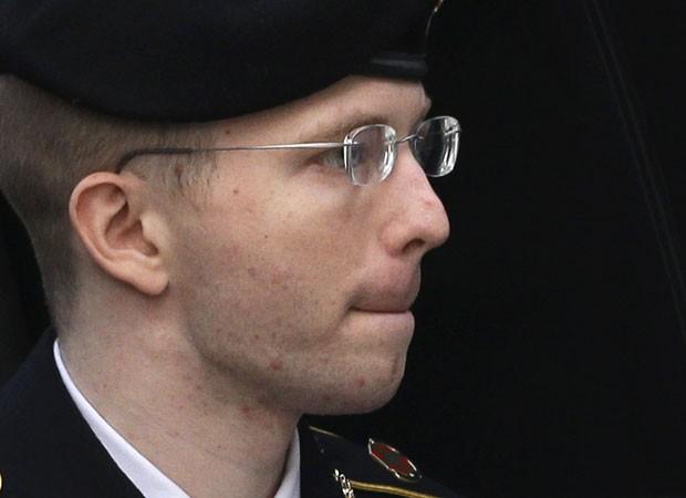 O soldado Bradley Manning chega para audiência na qual foi condenado a 35 anos de prisão (Foto: Patrick Semansky/AP)