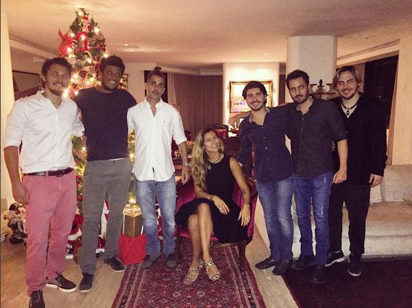 Paula Morais no Natal em que descobriu a gravidez com a família (Foto: Reprodução/Instagram)