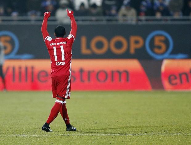 BLOG: O golaço de Douglas Costa que deu a vitória (e a liderança) ao Bayern